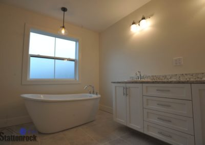 Abbotsford-Custom-Home-bathroom-tub