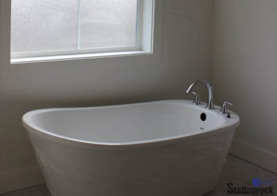Abbotsford-Custom-Home-bathtub