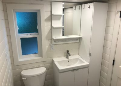 tiny-house-bathroom