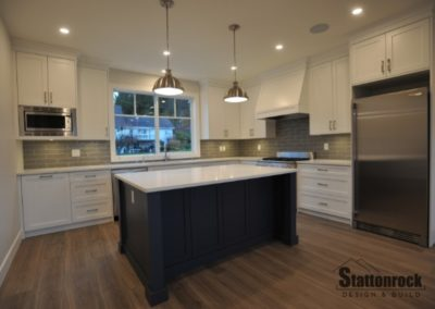 spacious-modern-kitchen